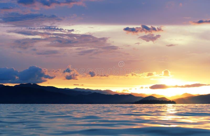在湖的日落泰国的南部的 库存照片