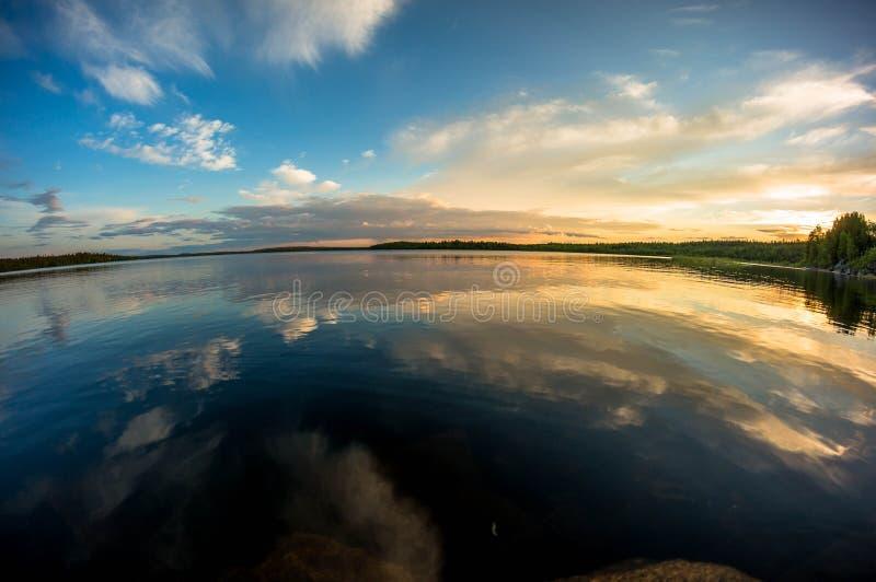 在湖的日落 库存图片