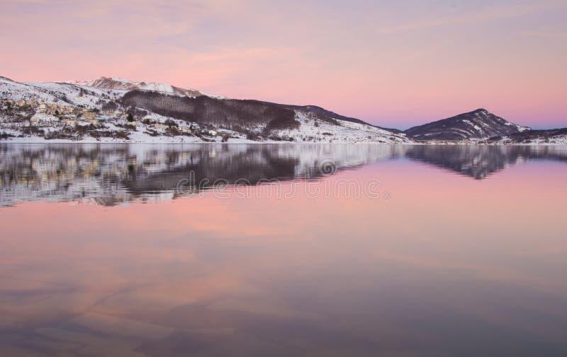 在湖的桃红色小时 库存图片