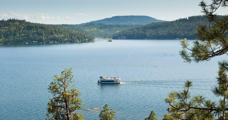 在湖的浏览小船 库存照片
