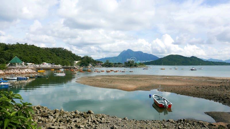 在湖的消遣和渔船 库存照片