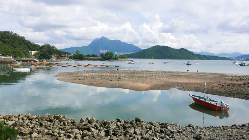 在湖的消遣和渔船 库存图片