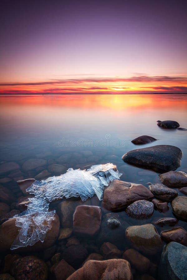 在湖的美好的日落在瑞典 免版税库存图片