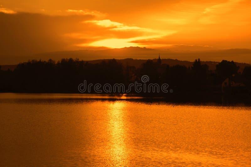 在湖的美好的日落 地区莫斯科一幅全景 免版税库存照片