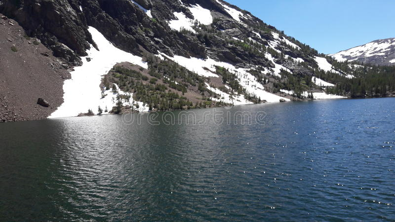 在湖的雪 库存照片