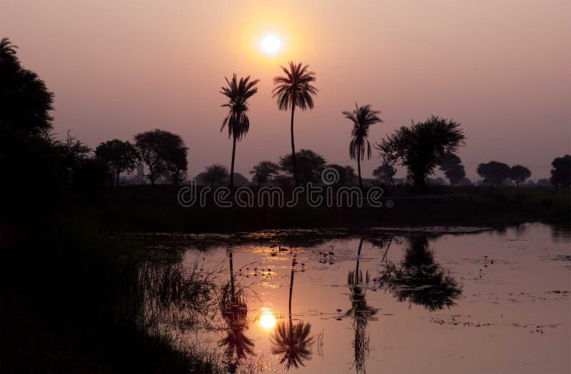 在湖的风景日出风景,在水的日出反射 库存照片