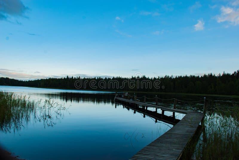 在湖的黄昏在芬兰 免版税库存图片