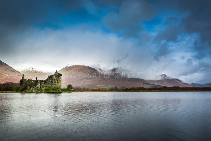 在湖的Kilchurn城堡 免版税库存图片