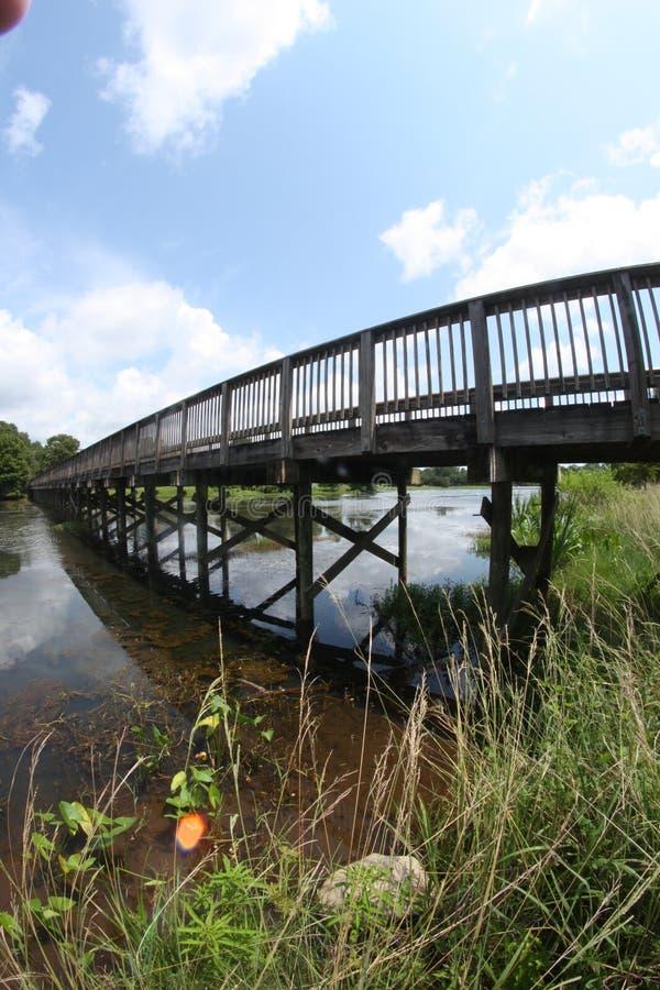 在湖码头走道的桥梁 库存图片