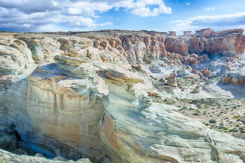 在湖鲍威尔和周围的峡谷附近使场面环境美化 免版税库存照片