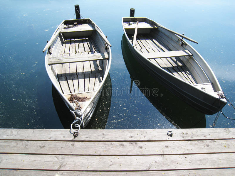 在湖(19)的小船 免版税库存图片