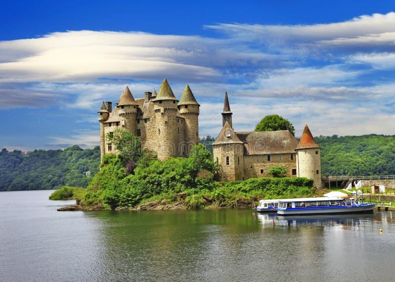 在湖- Chateau de Val,法国防御 免版税库存照片
