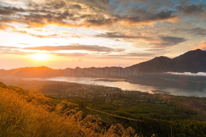 在湖Batur的日出 库存照片
