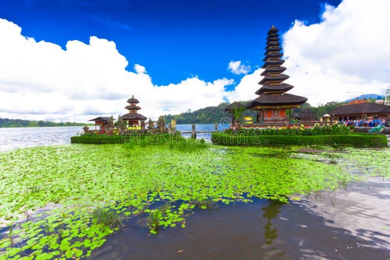 在湖Beratan的Pura Ulun Danu寺庙 巴厘岛,印度尼西亚 免版税库存图片