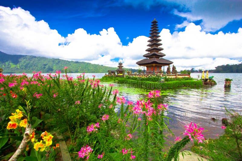 在湖Beratan的Pura Ulun Danu寺庙 巴厘岛,印度尼西亚 库存照片