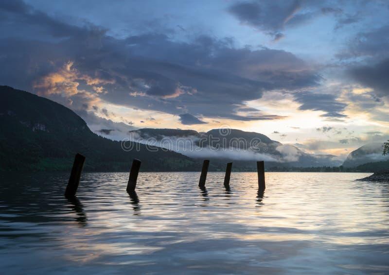 在湖Bohinj的壮观,美好的日出 免版税图库摄影