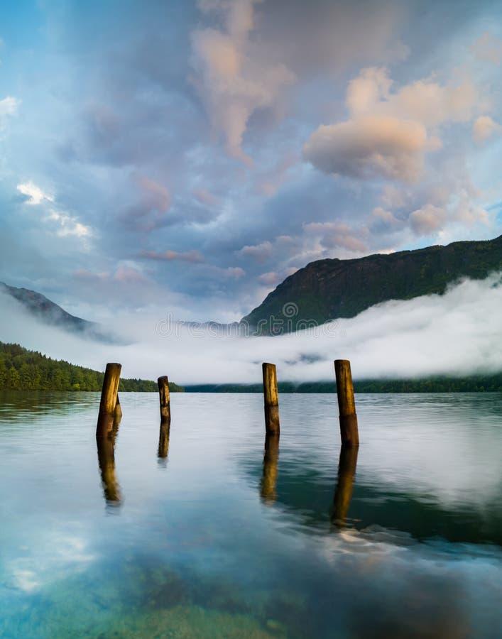 在湖Bohinj的壮观,美好的日出 库存图片