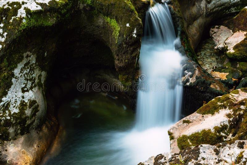 在湖Bohinj附近的峡谷Mostnica在斯洛文尼亚 免版税库存图片