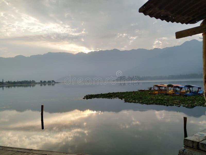 在湖Dal的日出在斯利那加 库存照片