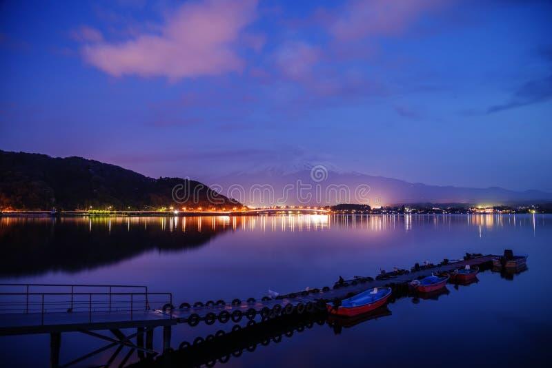 在湖kawaguchiko,日本的登上富士圣 库存照片