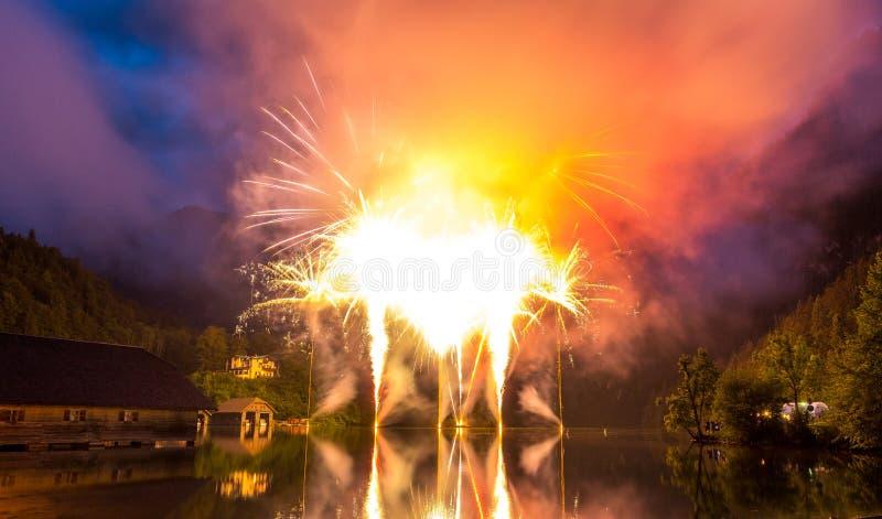 在湖Koenigssee的烟花在巴伐利亚 图库摄影