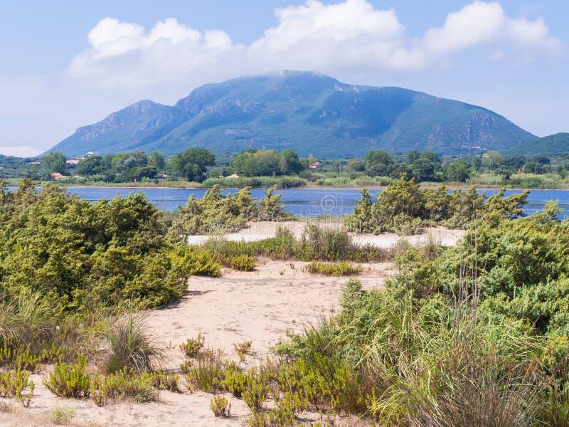 在湖Korission的看法Korfu - Kerkyra的 免版税库存照片