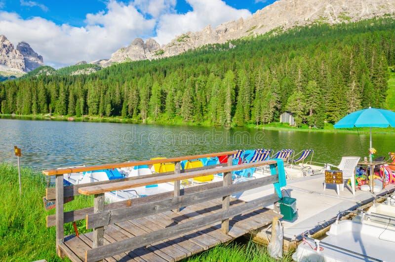 在湖Misurina的色的pedalos在意大利 库存照片