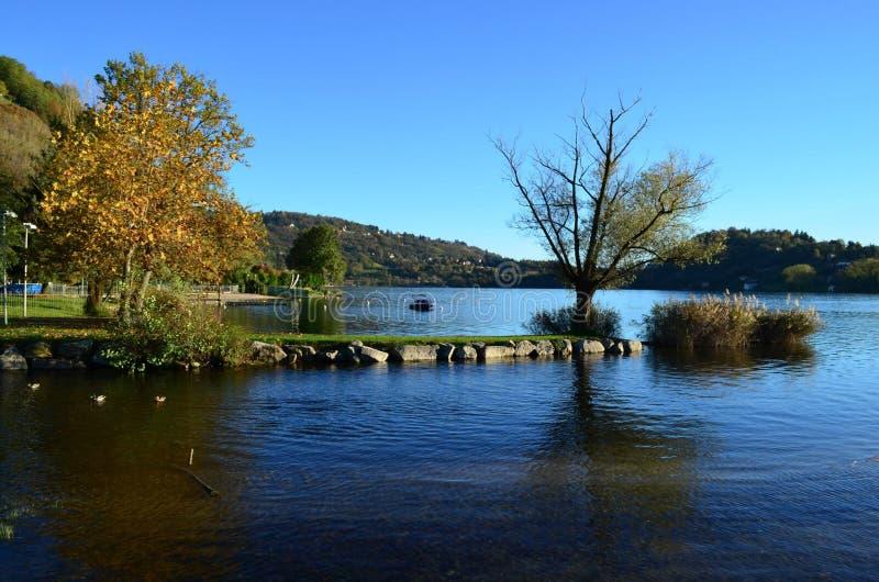 在湖Orta的风景 免版税库存照片