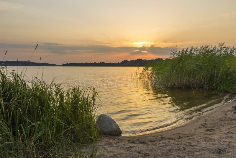 在湖Seliger的日落 免版税库存照片