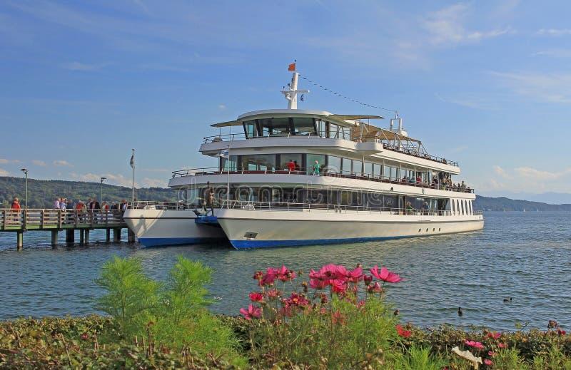 在湖starnberger的客轮看见, bavar 免版税库存图片