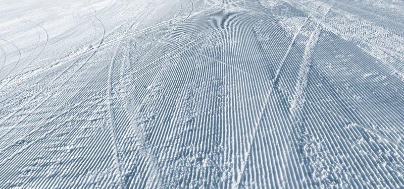 在滑雪倾斜的滑雪曲线 免版税库存图片