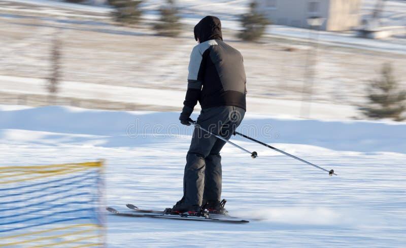 在滑雪胜地的人滑雪 库存图片