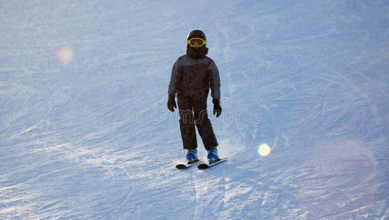 在滑雪胜地的人滑雪 图库摄影