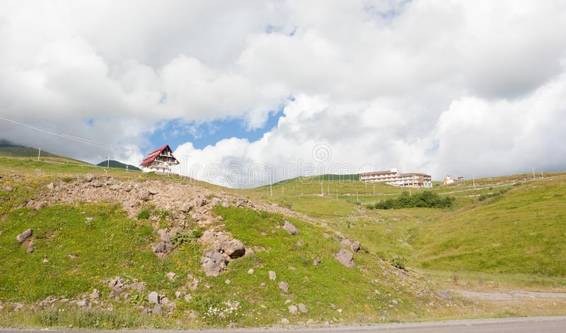 在滑雪胜地Gudauri的看法在夏天 库存图片
