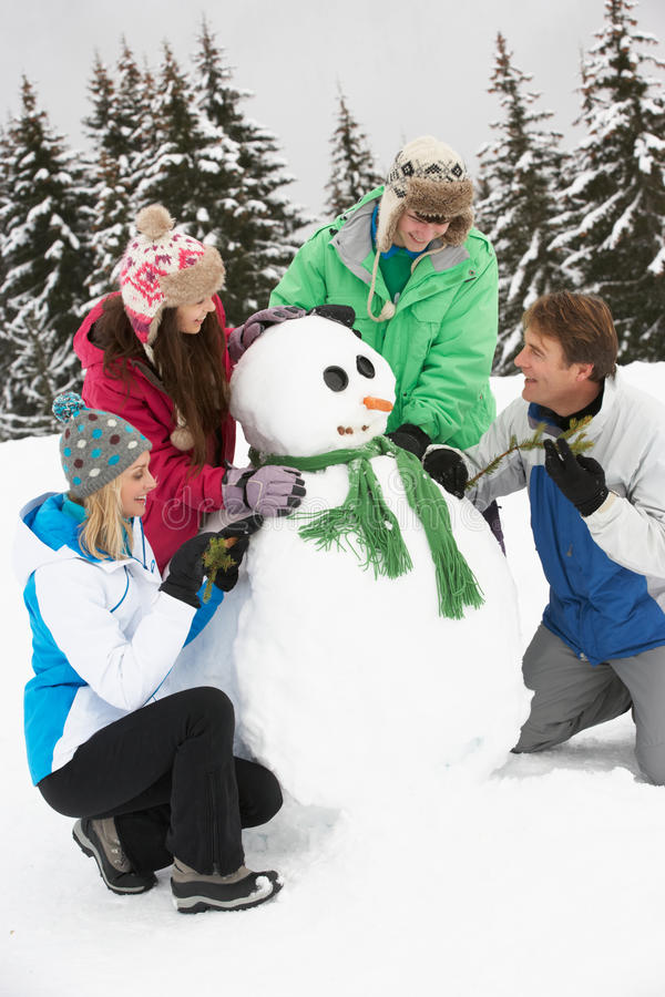 在滑雪节假日的少年系列组装雪人 免版税图库摄影
