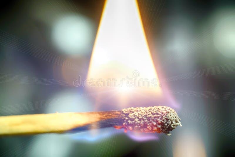 在演播室拍摄的灼烧的比赛 库存图片