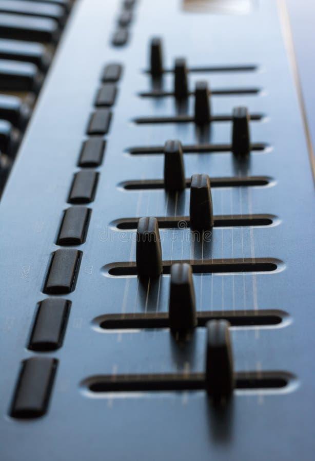 在演播室搅拌器和它修造的键盘仪器 图库摄影