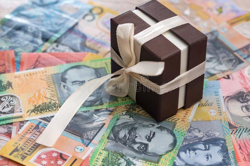 在澳大利亚元背景的礼物盒 免版税库存照片