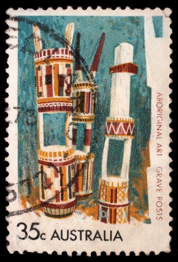 在澳大利亚打印的邮票显示坟墓岗位,在一个坟墓在死者的记忆和荣誉里,巴瑟斯特和梅尔维尔海岛的设定 图库摄影
