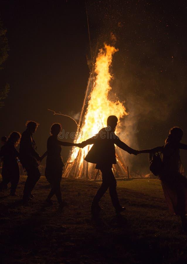 在瀑布Shipot附近的Hutsulstka篝火 库存图片