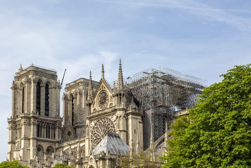 在火以后的巴黎圣母院大教堂2019年4月15日 库存照片