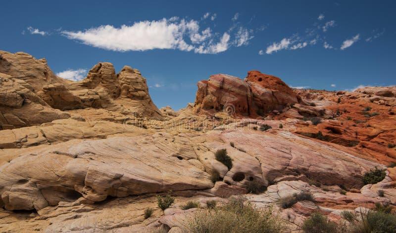 在火国家公园谷的淡色峡谷  免版税库存图片