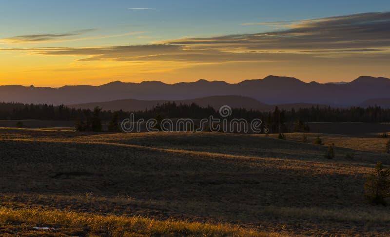 在火山口湖国家公园,俄勒冈的日落 免版税库存图片