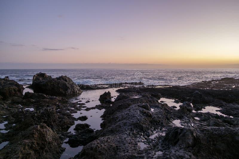 在火山岩的日落合并特内里费岛 免版税库存图片