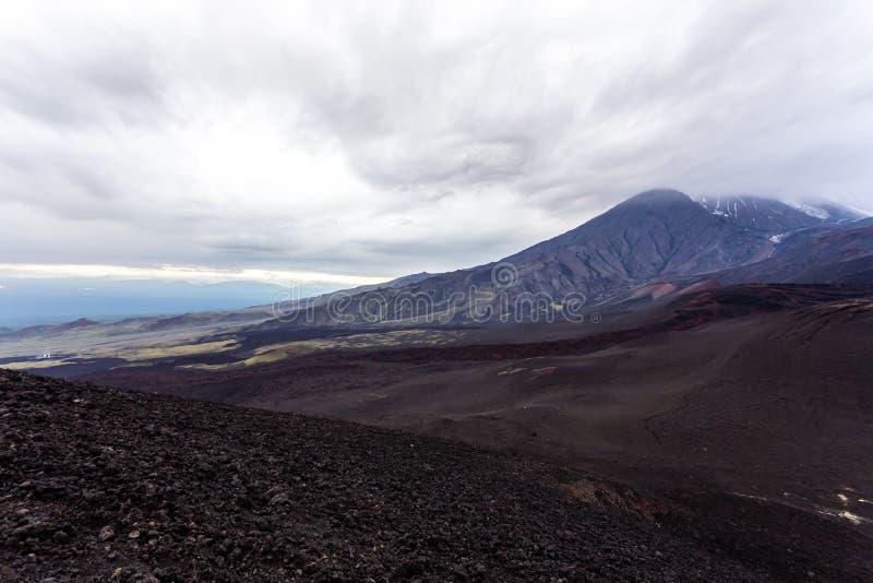 在火山扎尔巴奇克火山附近的剧烈的看法 熔岩荒野 俄罗斯,堪察加半岛 库存图片