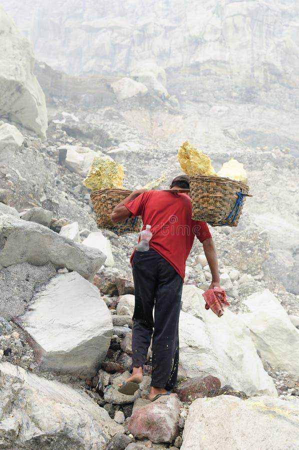 在火山的火山口里面在印度尼西亚 图库摄影