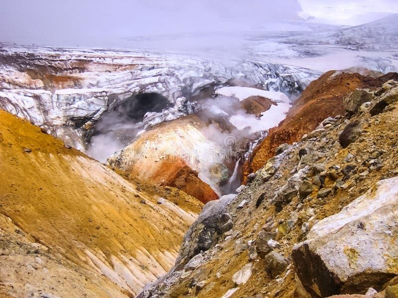 在火山附近的喷泉 库存图片