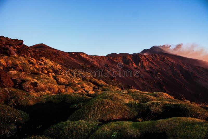 在火山etna的全景黎明 库存图片