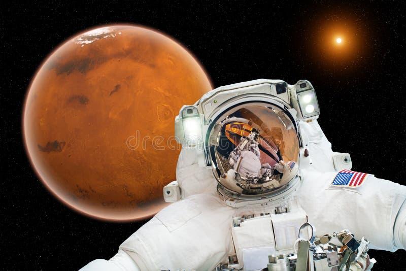 在火星-美国航空航天局装备的这个图象的元素的到来 免版税库存照片