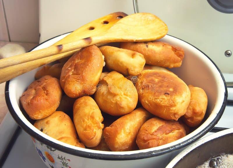 在火炉的油煎的饼 图库摄影